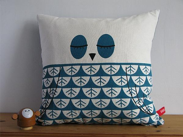 Robin and Mould Printed Cushion