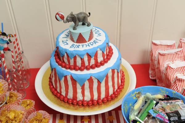 vintage circus birthday cake elephant