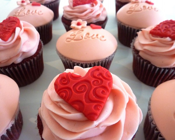 Vanilla Lily valentine's day cupcakes