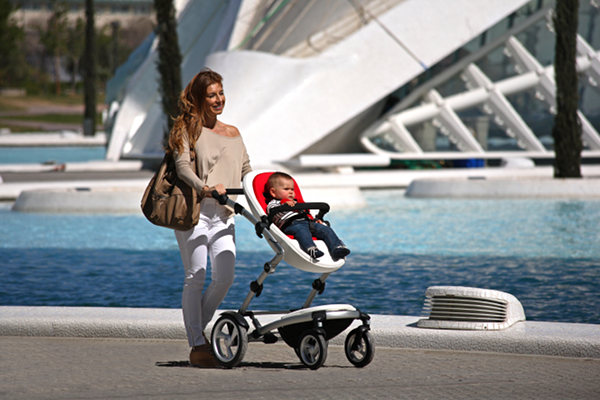 kobi near water Babyology Exclusive – Mima Kobi and Xari to launch in Australia April 2011!