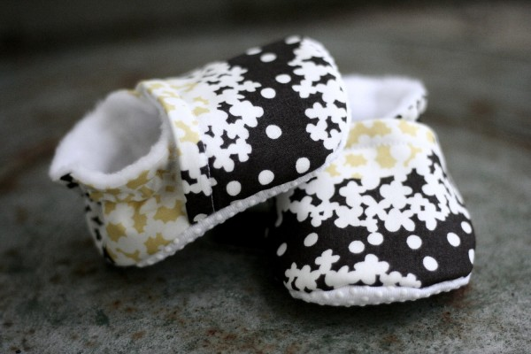 baby shoes, booties, organic cotton