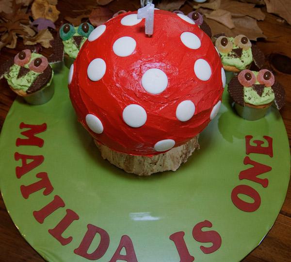woodland birthday, mushroom cake