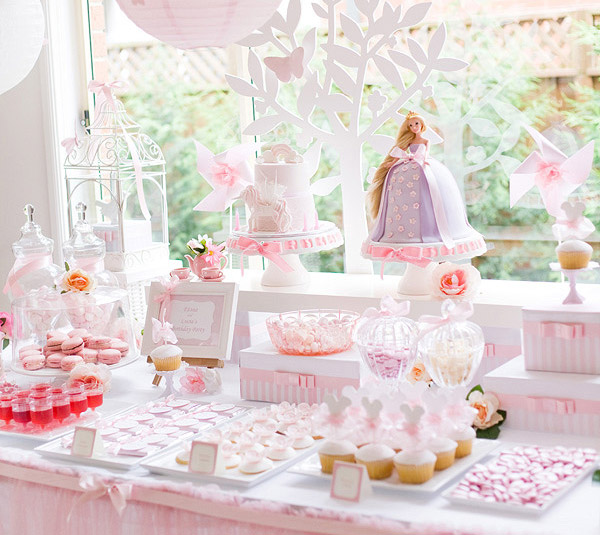 enchanted garden birthday, Tangled cake, princess party