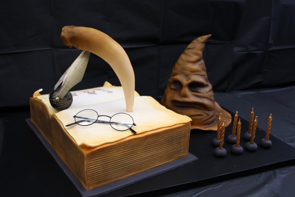 Hogwarts birthday party cake