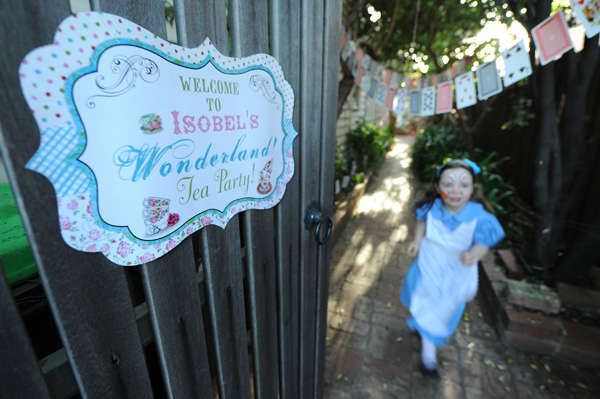 Alice in Wonderland birthday, Mad Hatter tea party