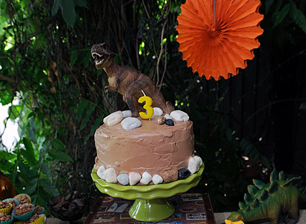 dinosaur t-rex birthday cake