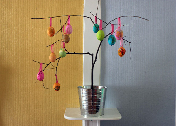 Easter Egg Tree web The Babyology guide to DIY Easter crafts!
