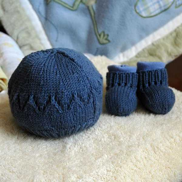blomst4, knitted baby beanie and booties