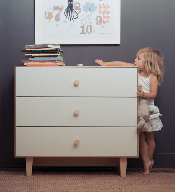 Oeuf Merlin dresser Oeuf Merlin dresser   now available at Kido Store!