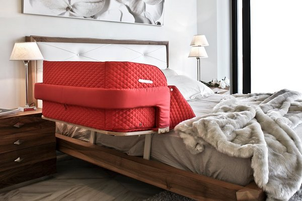 culla belly co-sleeper attached to a master bed