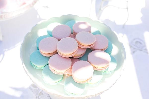 Her Macarons