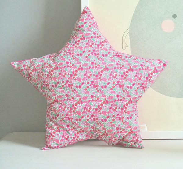 Star cushion - pink daisies