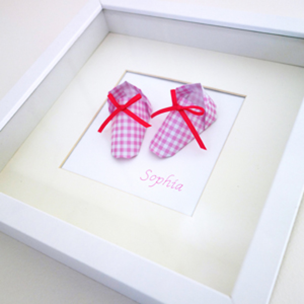 Threefold_Australia_Framed_Origami_Baby_Booties_Pink_Check_Custom_Gift_Overview1