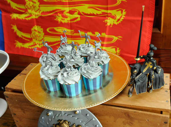 knights and dragons birthday cupcakes