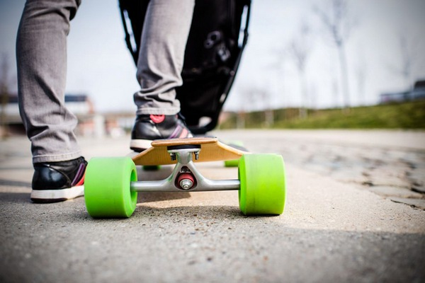 quinny longboard stroller turns the stroller into a skateboarding