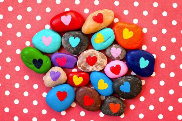 valentines-diy-heart-rocks
