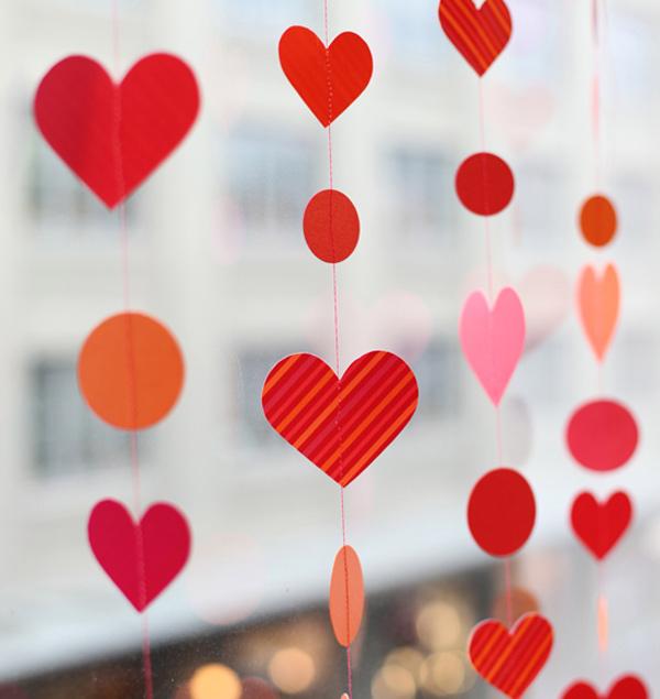 valentines-diy-paper-heart-garland
