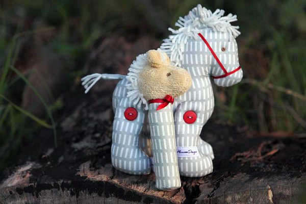 Alimrose Designs jointed pony toy