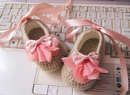 peachy booties1 Etsy find of the day   Peachy crochet baby booties
