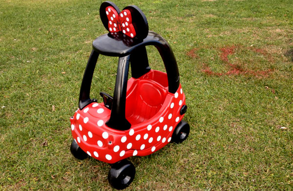 minnie-mouse-car--cozy-coupe-1