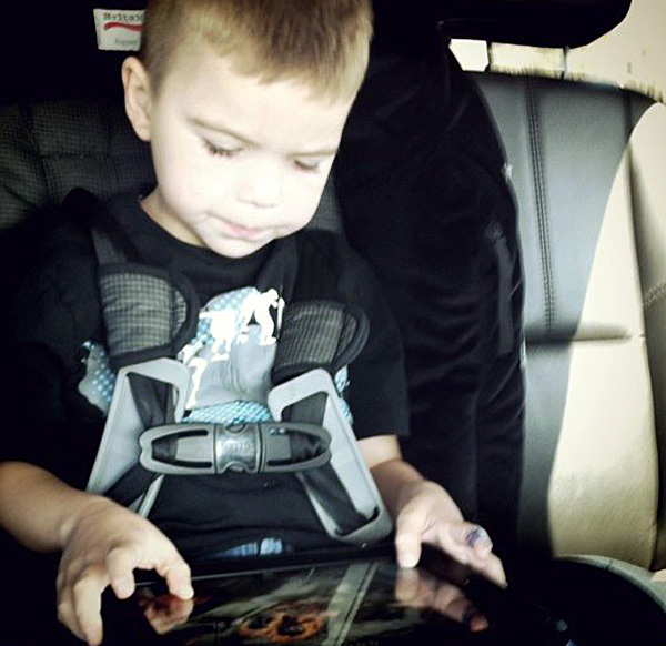 ipad-car-kid