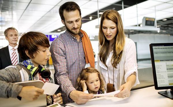 Lufthansa-family-check-in-2-web