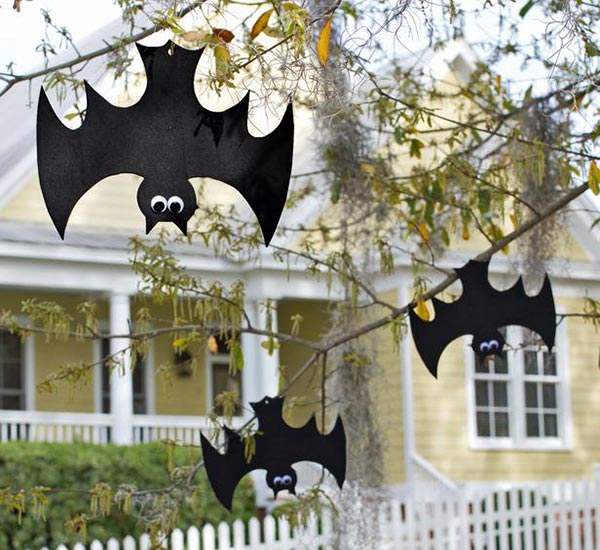 Halloween hanging bats web Our top 10 Halloween DIY (witch)craft ideas for food & fun!