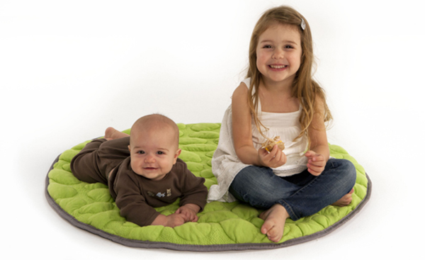 Christmas-Gift-Guide-decor-lillypad-playmat