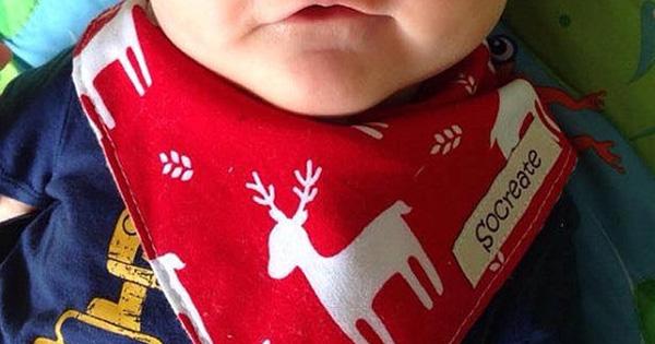 socreate xmas bib Etsy find of the day   Christmas baby bibkerchief