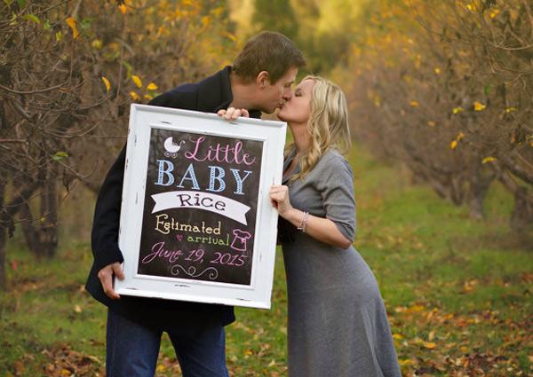 pregnancy-announcement-chalkboard