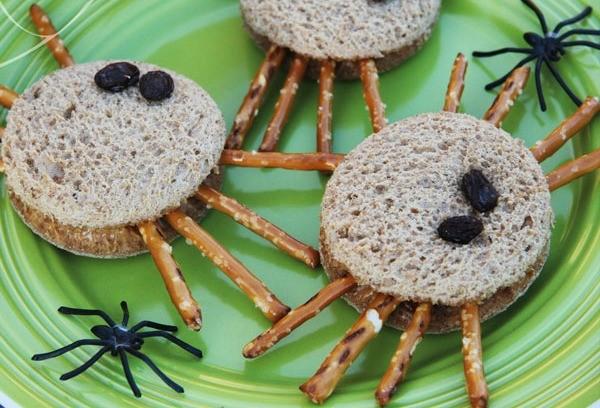 Snacks spider sandwich