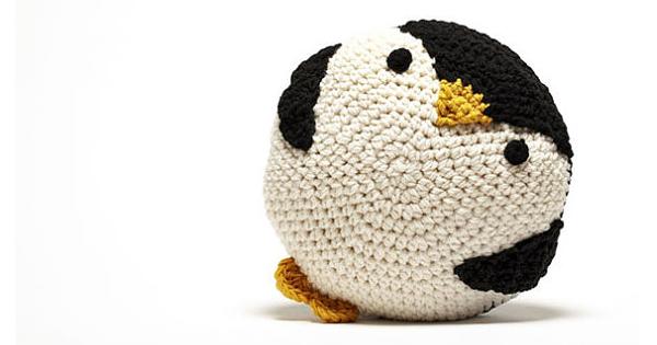 crochet-penguin-pillow