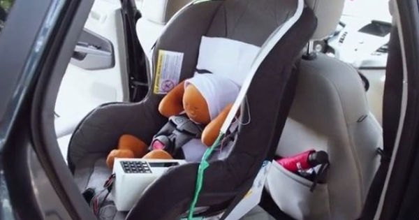 The Sensors In Infant SOS Can Detect If A Car Has Been Parked With Baby Still Seat And Device Will Light Up Sound An Alarm After 30
