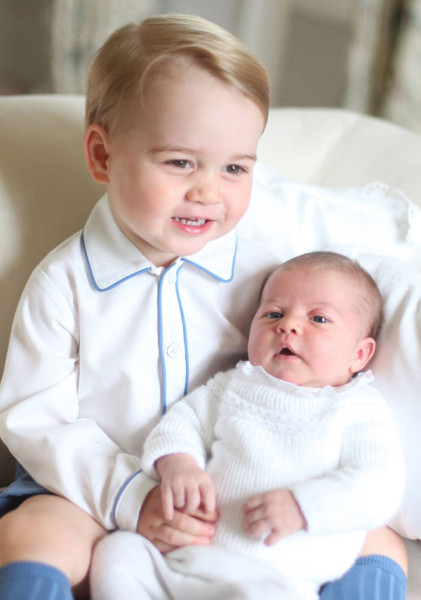 prince-george-and-princess-charlotte-first-photos-2