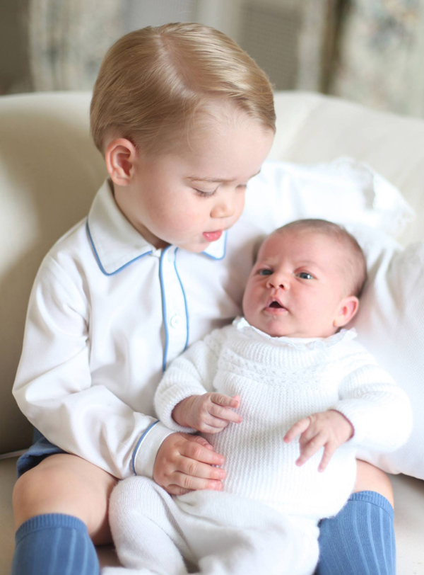 prince-george-and-princess-charlotte-first-photos-3