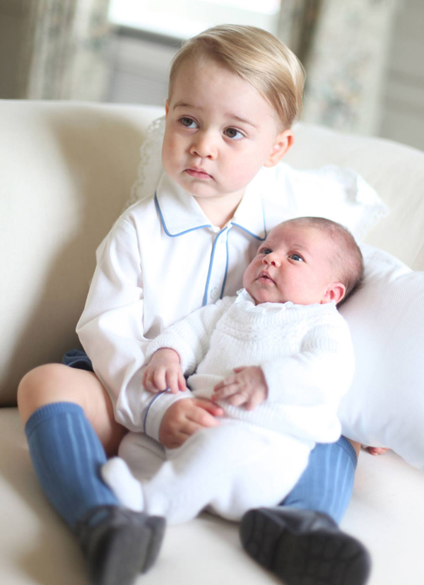 prince-george-and-princess-charlotte-first-pics