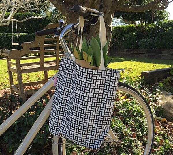 Salisbury Road retro rectangles tote bag