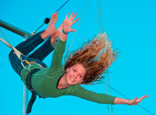 Flying trapeze Girl_300dpi