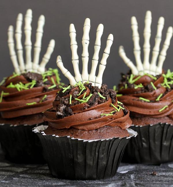 Halloween-creepy-cupcakes