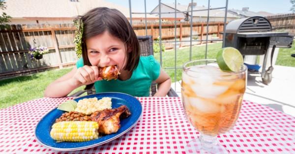 amart outdoor child eating