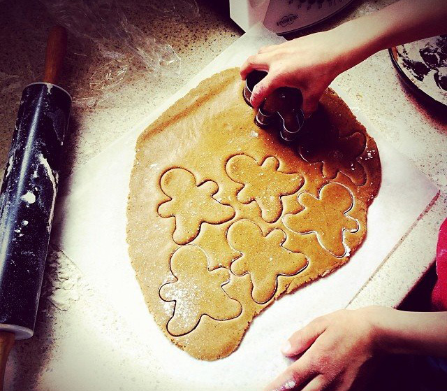 Lets-Cook-Gingerbread-Men-helper