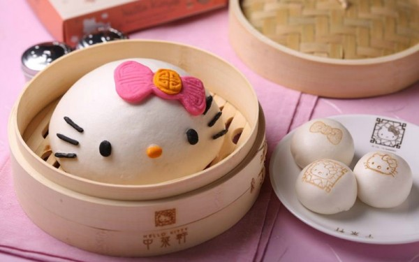 fried kitty anyone chinese restaurant dishes up only hello kitty shaped cuisine. Black Bedroom Furniture Sets. Home Design Ideas
