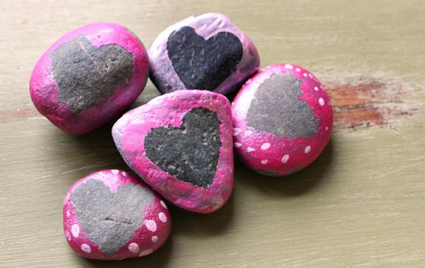 DIY-VALENTINES-HEART-ROCKS-2.JPG