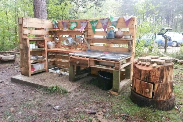 fun ideas for outdoor mud kitchens for kids. Black Bedroom Furniture Sets. Home Design Ideas