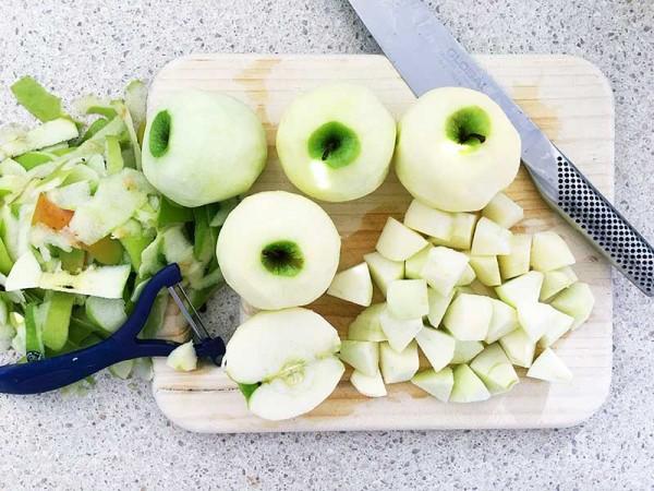 Lets-Cook-apple-crumble-chop
