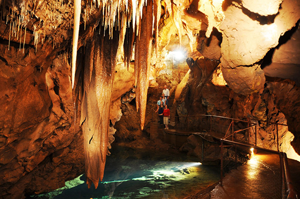 10 indoor activities Jenolan caves