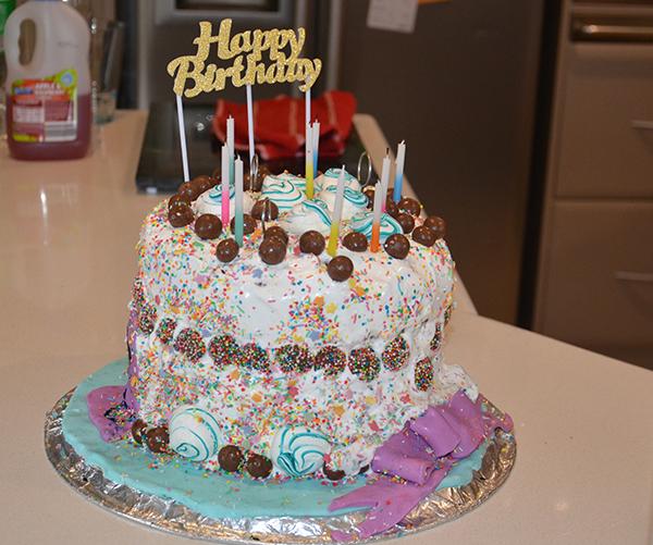 Belle's Alice in Wonderland party cake