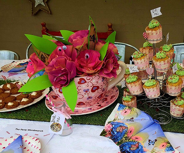 Belle's Alice in Wonderland party table