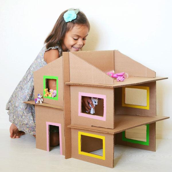 Entertain-Kids-cardboard-cakies-house