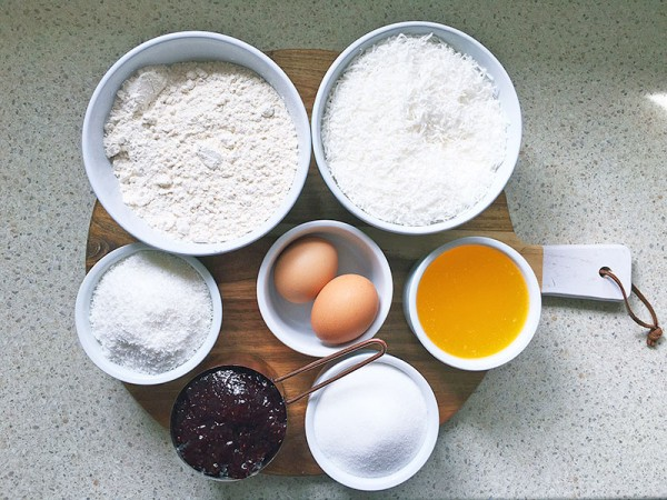 Lets-coock-coconut-jam-slice-1